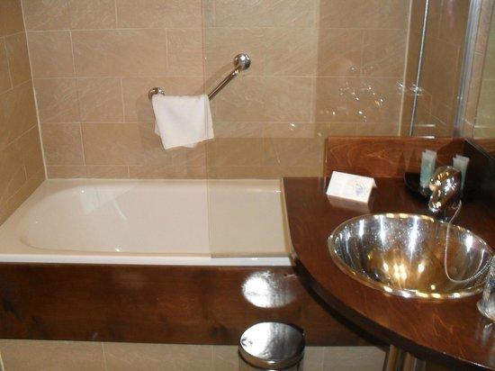 Hotel Victoria 4 : badkamer