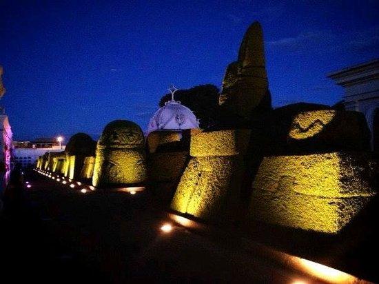 Tulcan, Ecuador: Fotografía Nocturna Del Cementerio de Tulcán.