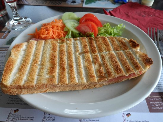 Hooge Crater museum : Ham and Cheese Sandwich