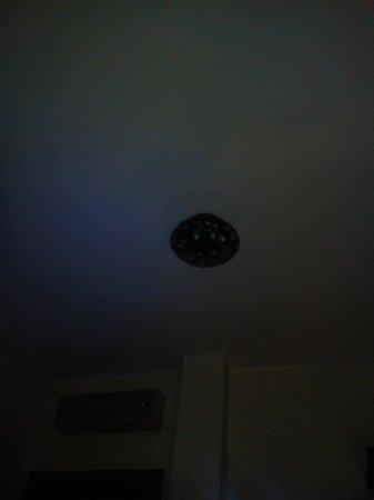 B&B Casa Mira Napoli: lampadario stanza blu
