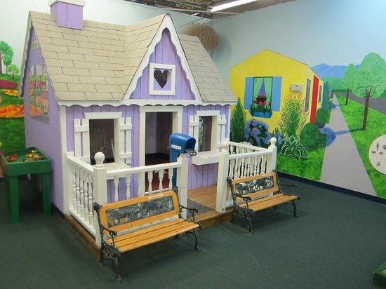 Imagine That! Children's Museum : A lifesize dollhouse