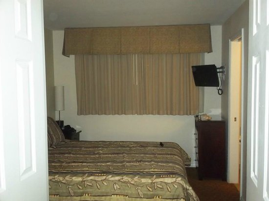 San Clemente Inn: master bedroom