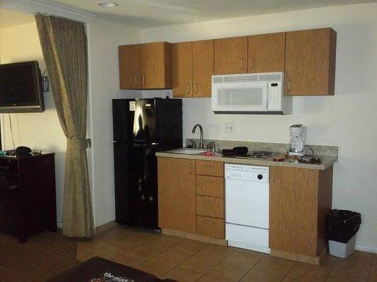 San Clemente Inn: Kitchen Area