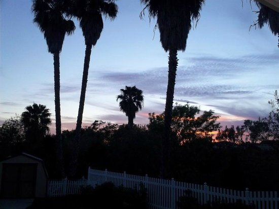 San Clemente Inn: sunset view from patio