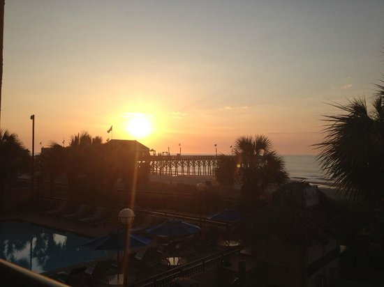 Holiday Inn at the Pavilion: Beautiful Sunrise from Balcony