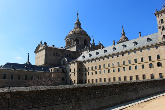 Monasterio y Sitio de San Lorenzo de El Escorial: Side of El Escorial