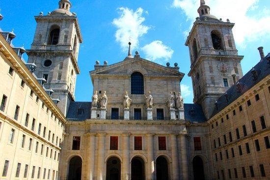 Monasterio y Sitio de San Lorenzo de El Escorial: Inner courtyard