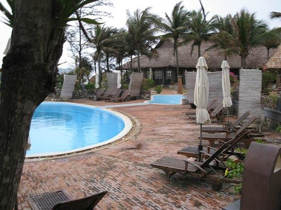 AVANI Quy Nhon Resort & Spa: Chilly weather kept the pool empty