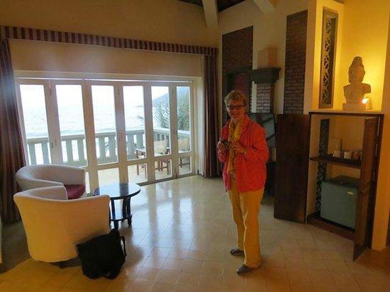 AVANI Quy Nhon Resort & Spa : Bedroom toward balcony
