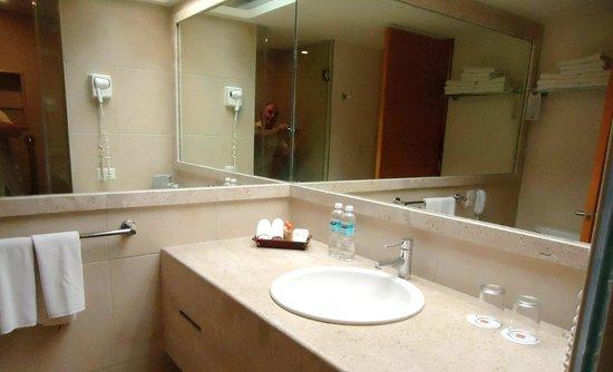 Ambiance Suites: Salle de bains