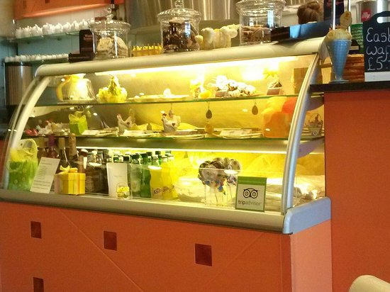 Vanilla Ice Cream Parlour: Display counter