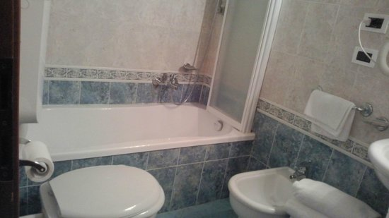 Universo Nord Hotel : バスルーム 狭いです
