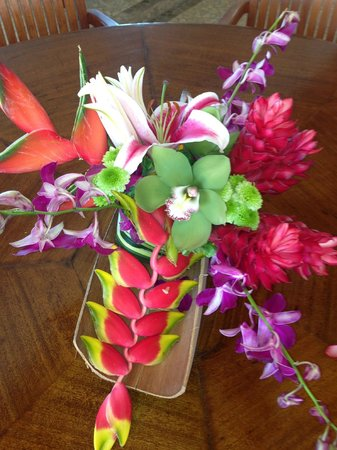 Hotel Playa Fiesta: I loved our flowers. Tropical, colorful start to finish.