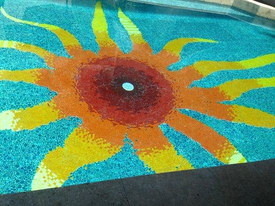 Hotel Playa Fiesta: pool bottom. #sunshine