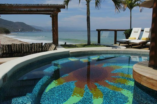 Hotel Playa Fiesta: The colors of the pool mimic the perfect view