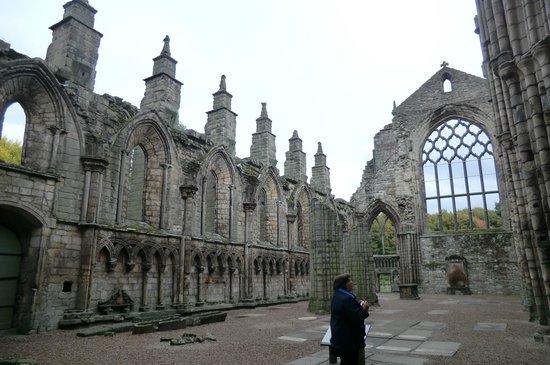 Palace of Holyroodhouse: развалины собора