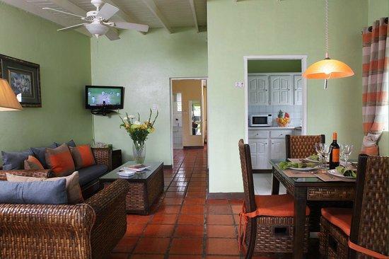 All Seasons Resort Europa : Dining room, Living room & Kitchenette