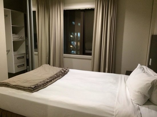 Auckland City Hotel-Hobson St : Single bed bedroom