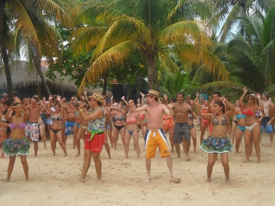 Hotel Riu Playacar : diversion en la playa