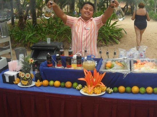 Hotel Riu Playacar : fiesta en la playa