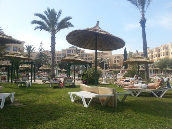 Royal Kenz Hotel Thalasso & Spa : View of Hotel fromm Pool Bar