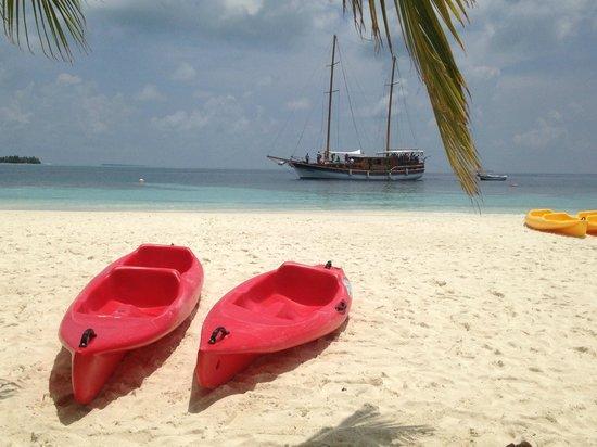 Vilamendhoo Island Resort & Spa: Beach