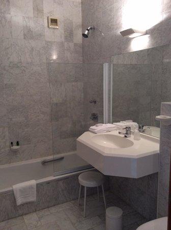 Hotel Abbey: Bathroom