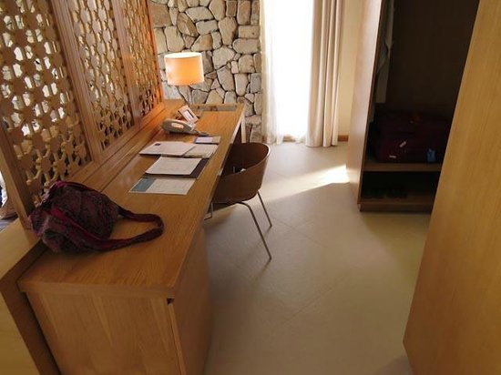 Mia Resort Nha Trang : Writing desk