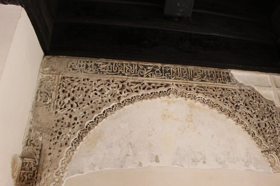 Corral del Carbon (Coal House) : Decorative carvings, just inside the archway off the street