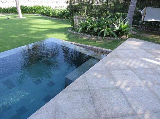 Mia Resort Nha Trang : Our own plunge pool off the patio