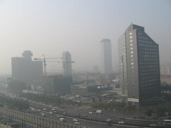 Hilton Beijing Wangfujing: Hilton Beijing  - вид из окна.