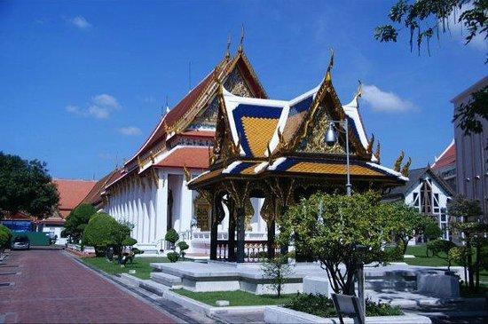 Wat Phra Kaeo (Temple of the Emerald Buddha) : Interesting architecture