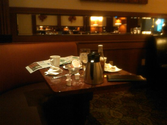 Doubletree Inn at The Colonnade: One of many unattended tables at breakfast