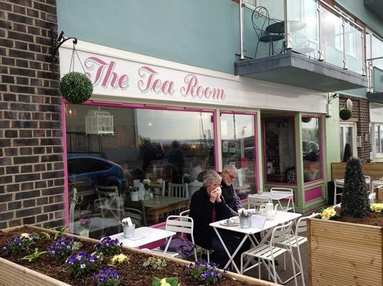 The Tea Room: Lunch In The Spring Sunshine