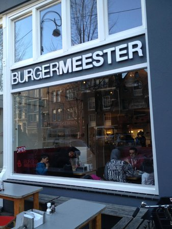 Burgermeester: The store