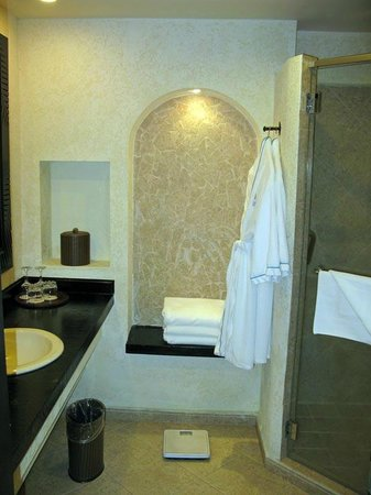 Secrets Playa Bonita Panama Resort & Spa: Bad und Dusche