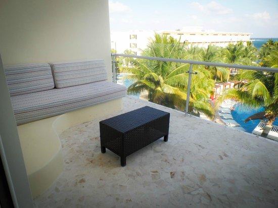 Azul Beach Resort Sensatori Mexico: Our patio... coffee in the morning here is wonderful!