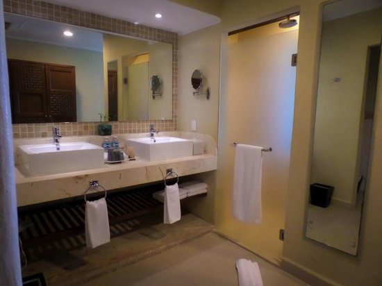 Azul Sensatori Hotel, by Karisma : Our bathroom