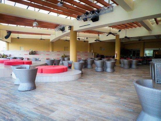 Azul Sensatori Hotel, by Karisma : The garden lounge where the night entertainment happens