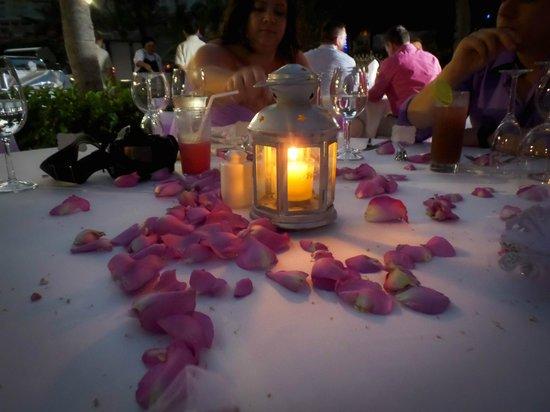 Azul Beach Resort Sensatori Mexico: Centerpieces