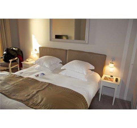 Hotel Suisse: Lit