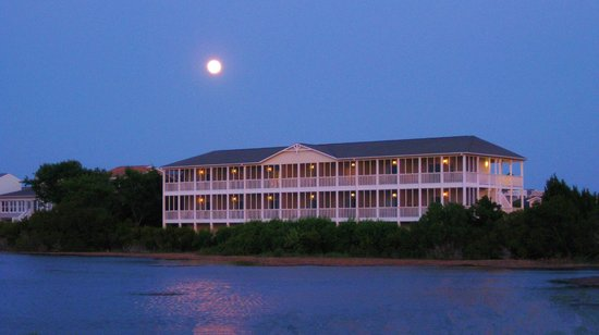 The Sunset Inn: Moon over Inn
