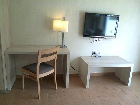 Be Live Experience Lanzarote Beach: Habitación, televión con pantalla plana y canales nacionales e internacionales