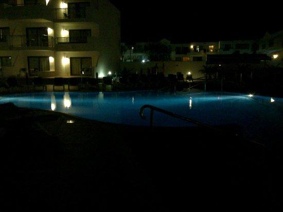 Be Live Experience Lanzarote Beach: Piscina de noche
