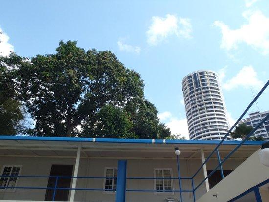 La Cresta Inn : Lounger view from pool