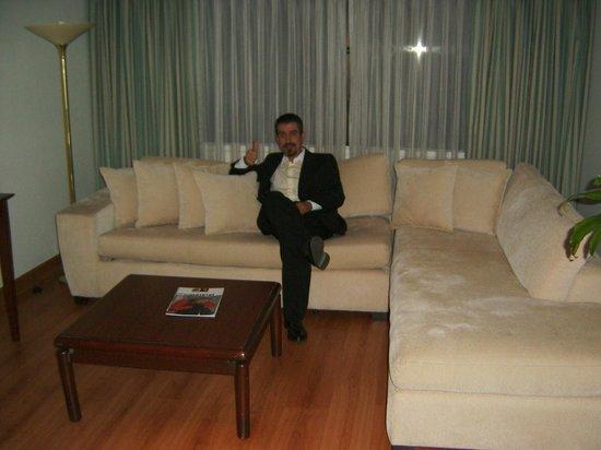 Bogota Plaza Summit Hotel: Salón de una suite
