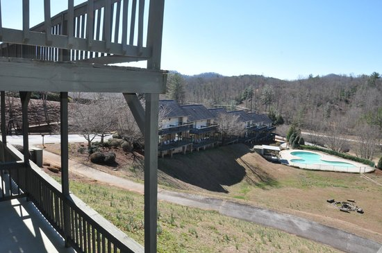 Kingwood Country Club & Resort : Mountains and view of other rooms