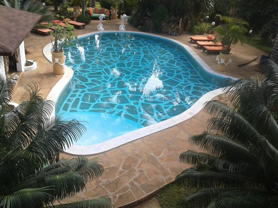 African House Resort: Lovely Africa shaped pool. Nice and clean