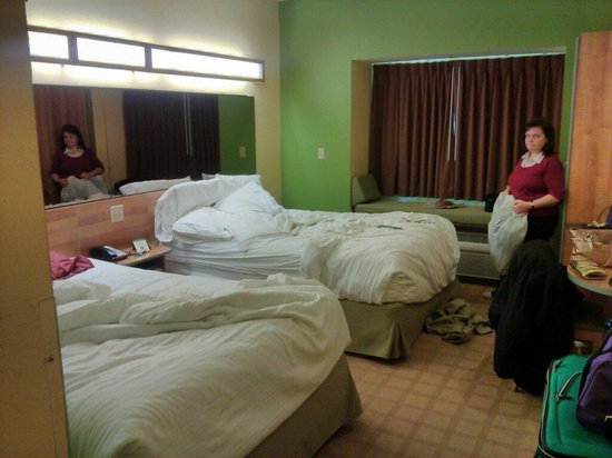 Microtel Inn & Suites by Wyndham York: Room not made by 2 pm.