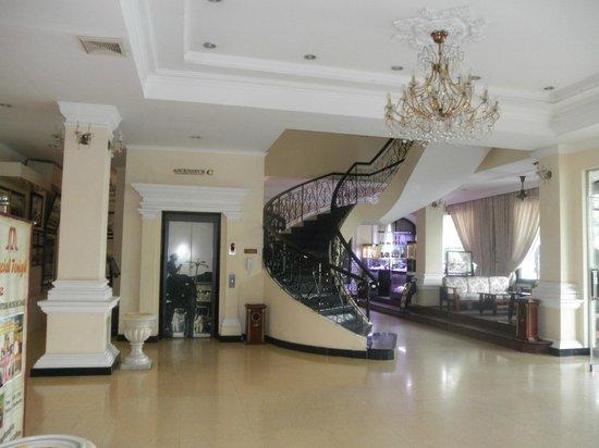 Hotel Saigon Morin: el hall